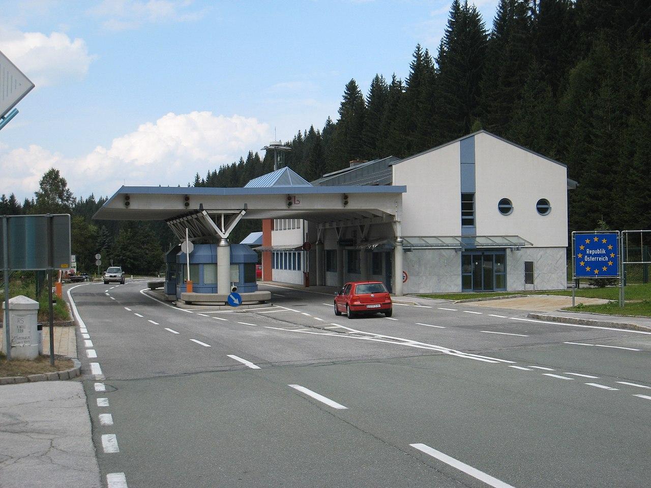 Grenzübergang am WurzenpassDavid Edgar • CC BY-SA 3.0