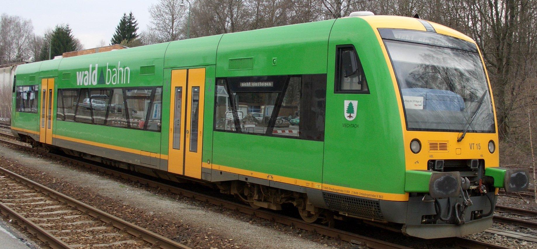 Triebwagen VT 15 der Waldbahn im Bahnhof ZwieselHans Schlieper in der Wikipedia auf Deutsch • Public domain