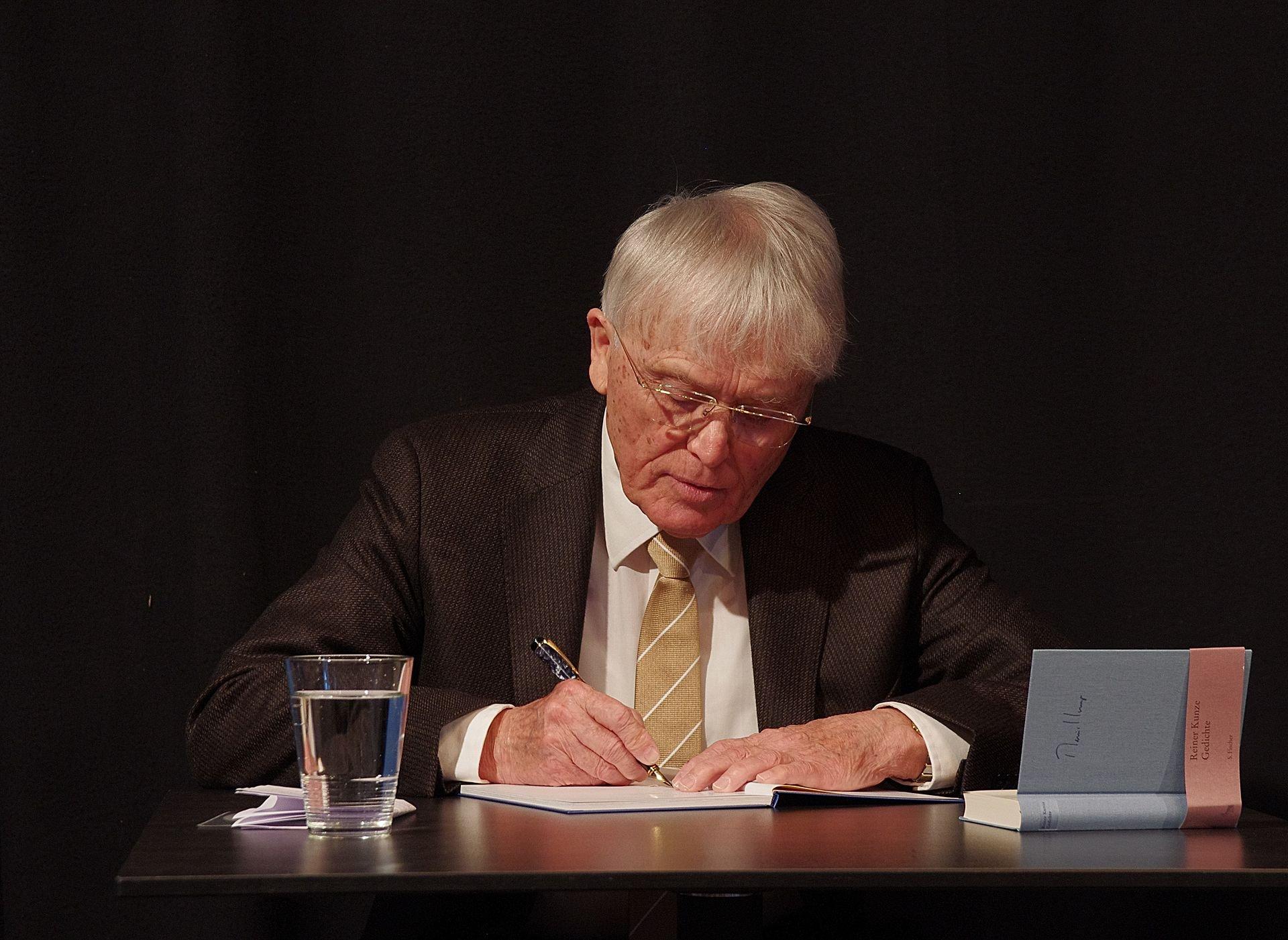 Reiner Kunze bei einer Lesung in Schorndorf (2012) Schelm • CC BY 3.0